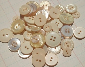 Cream Buttons - Very Light Peach - Sewing Bulk Button - 100 Buttons - Tropical Pearl