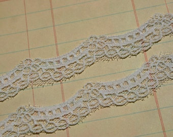 "White Scalloped Lace - Bright White Scallop Edge Cottage Chic Sewing Trim - 1/2"" Wide - 5 Yards"