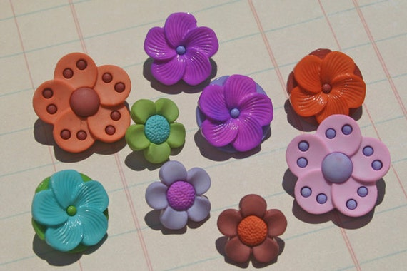 Flower Shank Buttons - Darling Detailed Sewing Embellishments - 9 Buttons
