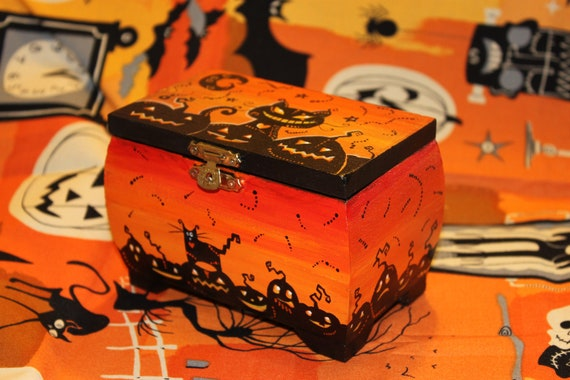 Halloween wood box with funny cats and pumpkins