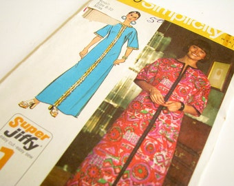 Vintage 1970's UNCUT Robe Pattern, Simplicity 5740, Bust 31.5 to 32.5