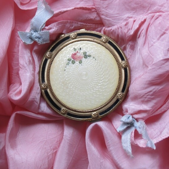Simply Shabby Chic......Vintage Guilloche Compact