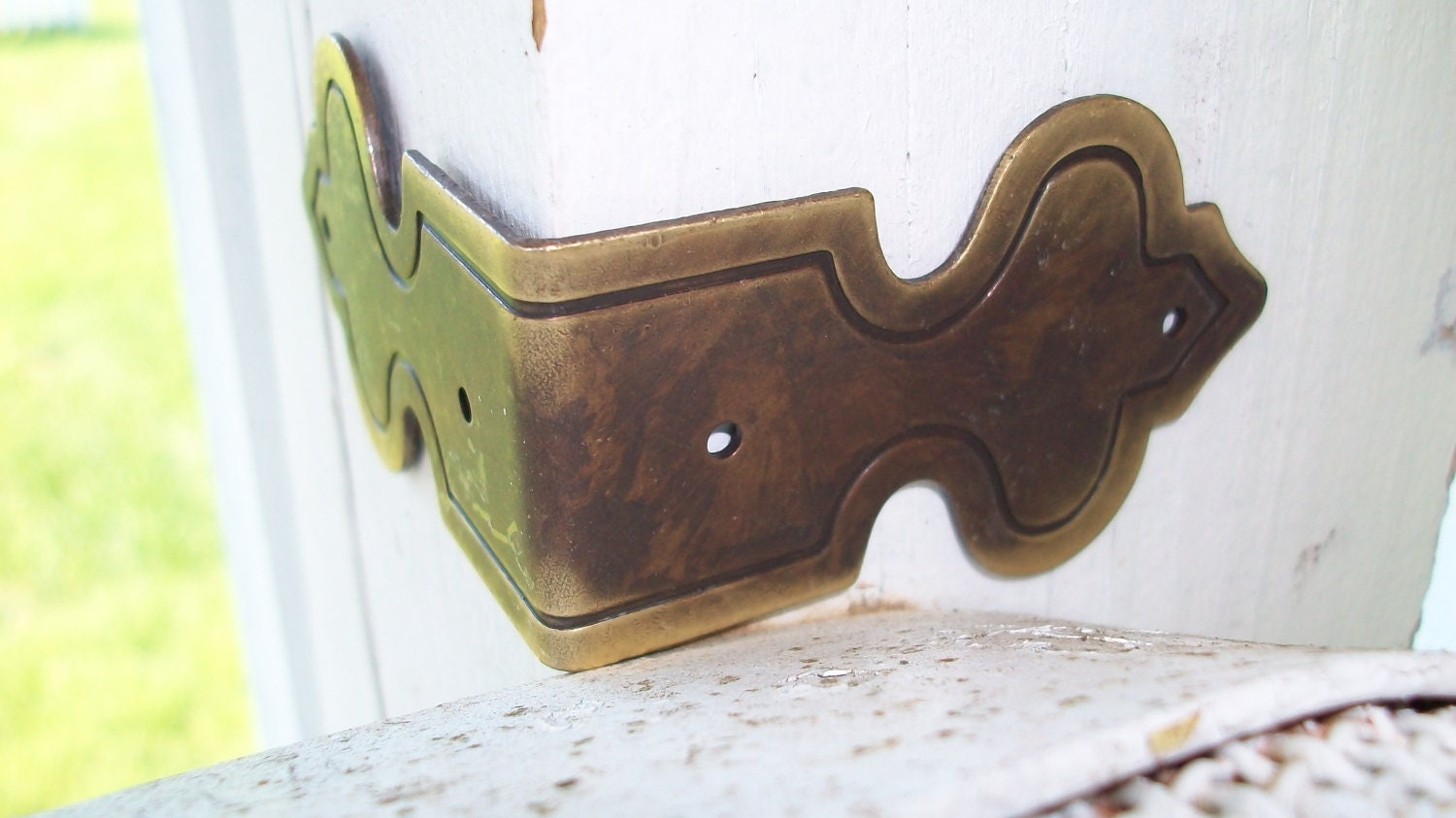 1 Antiqued Brass Corner Bracket For Treasure Boxes Card By