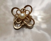 Vintage Gold brooch with faux Pearl in center
