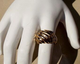 Vintage 18K gold HGE Swirl Shell Design