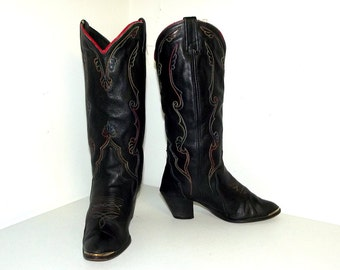 Black Acme Cowboy boots wth rainbow stitched design in a cowgirl size 6.5 M