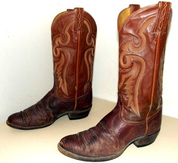 Tony Lama cowboy boots - brown with lizard foot color size 9.5 D or cowgirl size 11