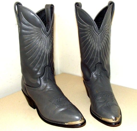 Grey leather Sheplers brand cowboy boots in a cowgirl size 7 M