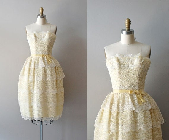 1950s dress / 50s dress / Cornsilk Lace dress