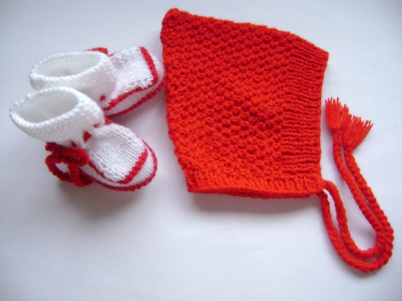 SALE   Baby Set   Hat  and Booties. Baby Set  Pixie and Booties. Christmas Gift  2 to 6 Months
