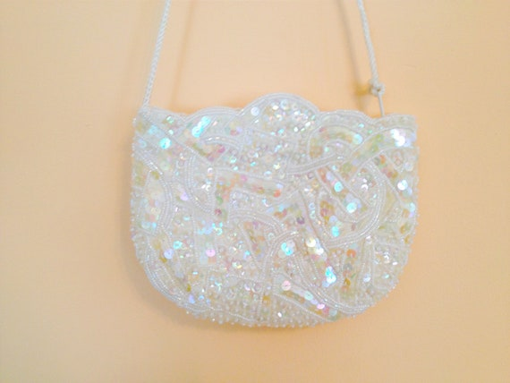 Vintage White Beaded Purse. Small Cross Body Purse. Wedding. Sequins. Formal. Evening Accessory. Vintage Beaded Purse. 1980s.