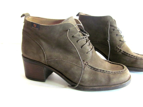 Vintage olive green leather lace up granny ankle boots // size 39