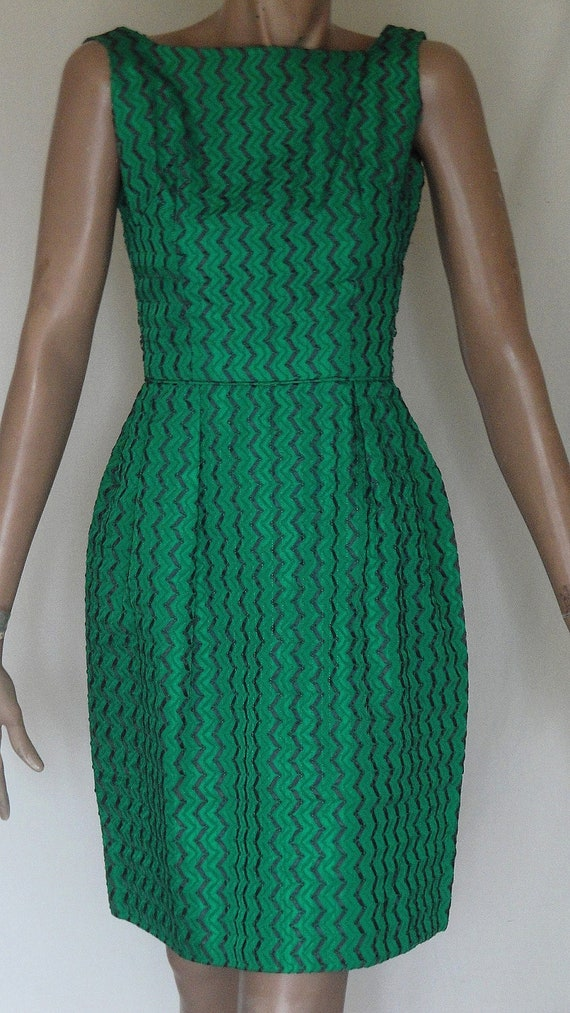 REDUCED  Sexy Vintage Kelly Green Ribbon Design Party Dress B34