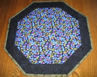 """Quilted Octagon Mat in Large Blueberries - 16"""" diameter"""