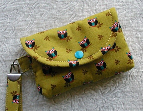 Medium Snap Wristlet ... Who's Hoot Owls in Olive