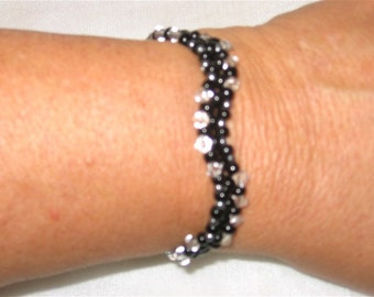 Balck and Crystal Seed Bead Wave Bracelet - 1253