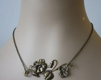 Vine necklace - leaves romantic elegant flowers gold brass