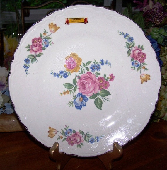 Collectible Floral Motif Souvenir Plate from Bennettsville, S.C.