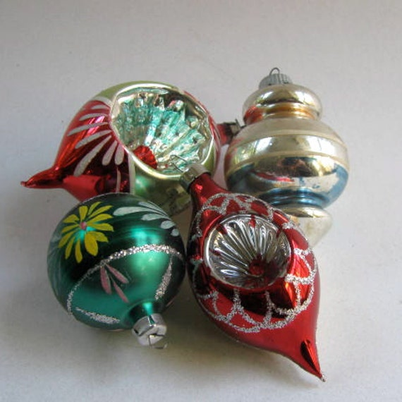 Vintage christmas ornaments glass balls 1950 39 s hand for What to do with old christmas ornaments