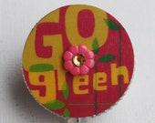 Go Green Vintage Zipper ID Badge Reel