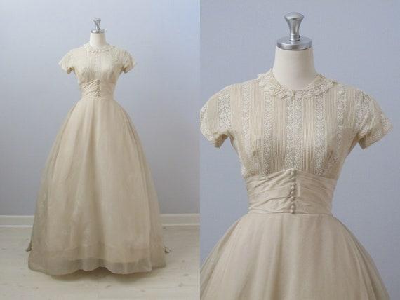 vintage 1950s Wedding Dress / Priscilla of Boston Wedding Dress / Simple Elegance