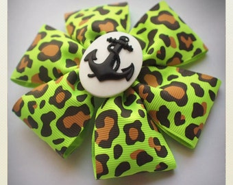Pin Up-style white polka dot anchor Hair clip, green panther