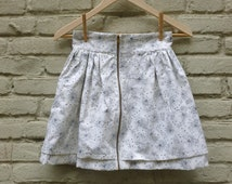 Highwaisted gathered skirt: short off-white with light black print and full length metal jacket zipper size extra small