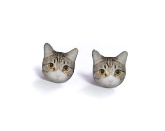 Short-hair Yellow Eyes Cat Kitten Stud Earrings / Cat earrings / Cat Jewelry / tabby cat / animal earrings / cat lover / gift /  A025ER-C15