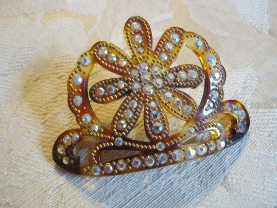 Pretty tortoise look brooch with aurora borealis crystals