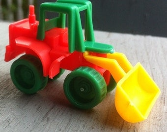 1978-1982 Plastic Construction  Equipment Toy EARTH MOVER