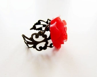 Red rose ring.  Antiqued brass filigree ring. Red ring.  Red flower ring. Flower jewelry.