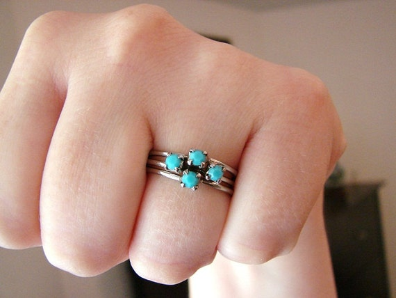 Vintage silver and turquoise triplicate ring- size 7 to 7.5