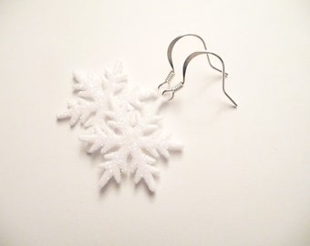 Snowflake earrings, White Earrings, Sparkly Earrings, Christmas Earrings, Dangle Earrings