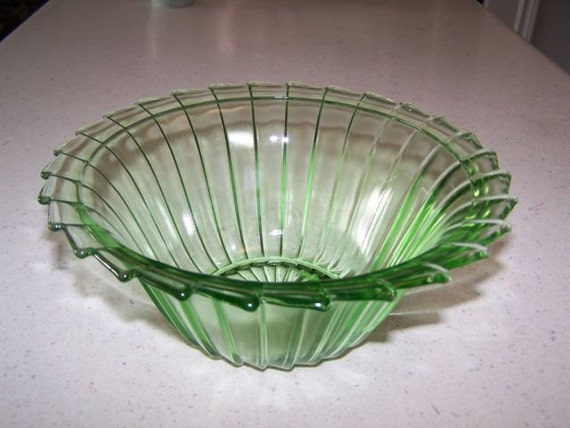 Jeanette Glass SIERRA Pinwheel Green Depression Glass 8-1/2 Inch Berry Bowl