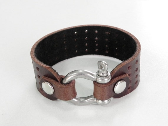 Brown Leather Cuff Leather Bracelet with Stainless Horse Shoe Clasp