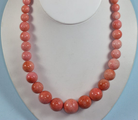 Vintage Sponge Coral Necklace Graduated Beads Magnetic Clasp