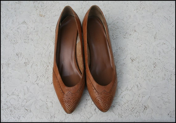 Size 8 Tan Wingtip Leather High Heels Pumps