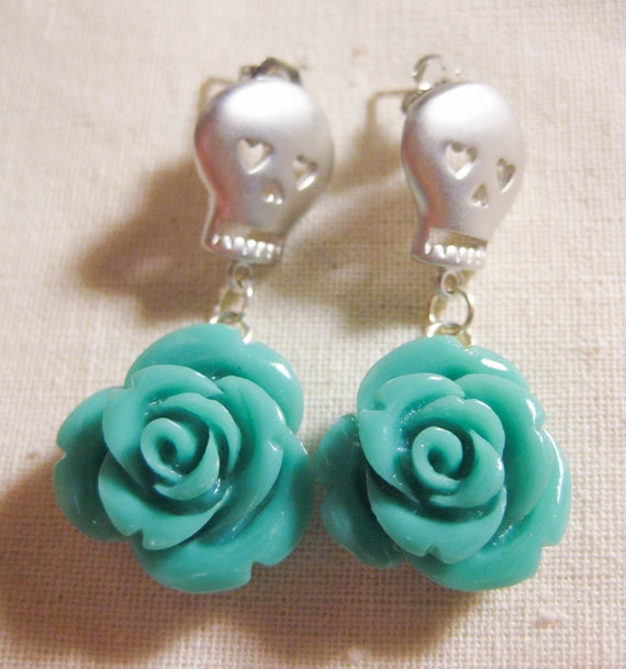 Sugar Skull Earrings, Aqua Rose Earrings - Rosas Muertas, Halloween Skull, Halloween Earrings, Dia de los Muertos