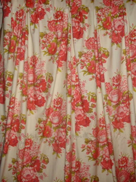 Vintage Red Floral Bouquets Pleated Insulated Curtain By