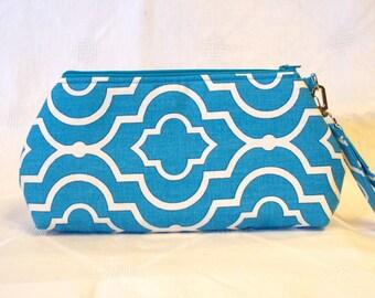 CLEARANCE SALE! Curvy Wristlet Clutch Purse Zipper Purse Clutch Bag Bridesmaid Bag Peacock Blue White Fabric Quatrefoil