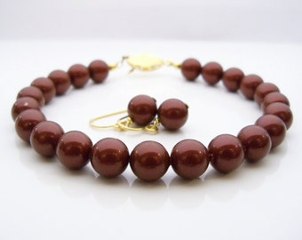 Pearl bracelet Swarovski pearl bracelet 8mm round bordeaux color pearls and gold plated filigree clasp