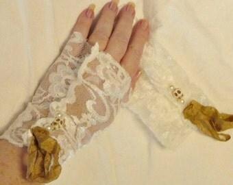 Skull Gloves Fingerless Ivory Lace Halloween