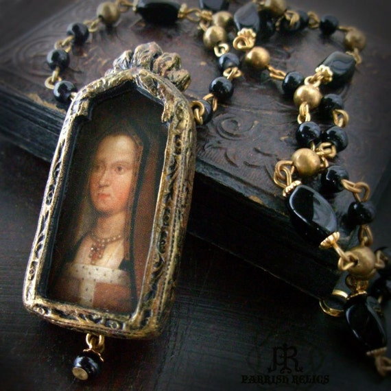Elizabeth of York Portrait - Crowned Pictorial Necklace