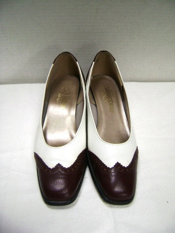 Vintage Shoes, Spectator Pumps, Cordova Brown and White, Wingtip, Woman 7.5 8, Leather, Perforated Edging, California Magdesign, USA, Exec