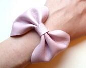 Italian leather bow bracelet in metallic light pink -  Size MEDIUM