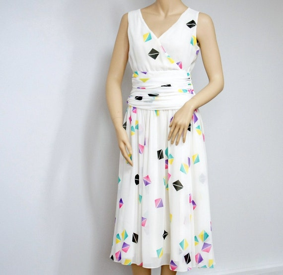 Vintage Summer Dress / Pretty Woman Dress / Full Skirt / Ruched Waist / Geometric Design / Size 10 / Sundress