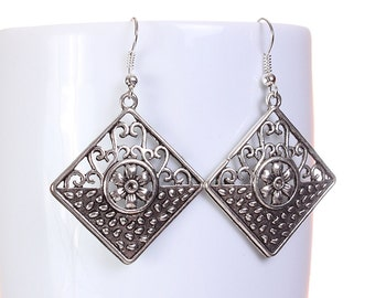 Silver tone filigree flower square drop dangle earrings (596) - Flat rate shipping