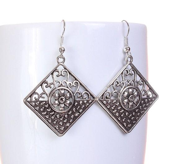 Silver tone filigree flower square drop dangle earrings (596)