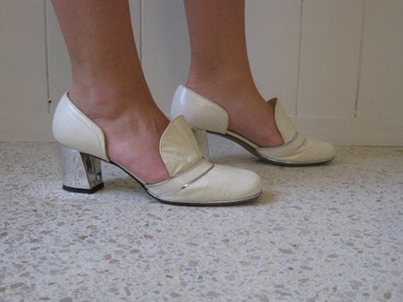 60s white leather PILGRIM SHOES with silver heels size 7