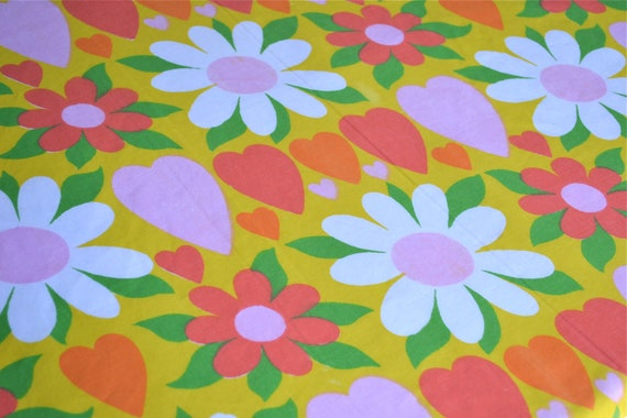 Vintage Bed Sheet - Mod Daisy and Heart Print - Twin Flat